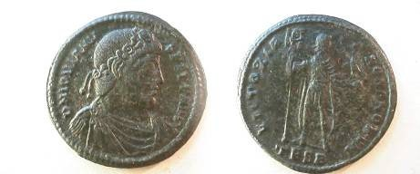 Jovian Æ1 (30mm).  VICTORIAE ROMANORVM, Jovian standing facing, head right, holding labarum & Victory on globe, TESB in ex.